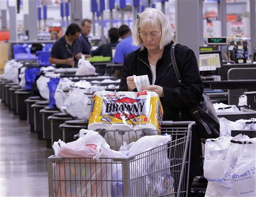 Strong dollar hits Wal-Mart first-quarter earnings