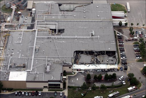 Fatal explosion at ConAgra Foods plant causes roof collapse