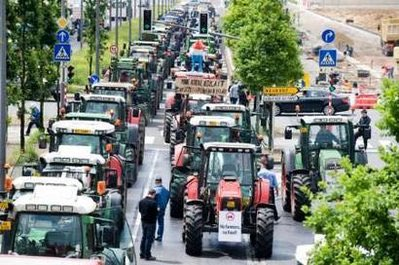 Angry EU farmers take price protest to Luxembourg