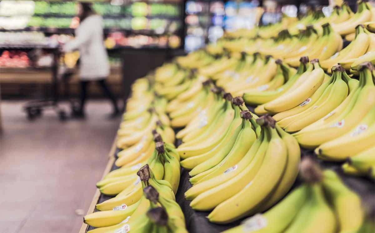 Younger shoppers 'shunning fresh fruit and vegetables'