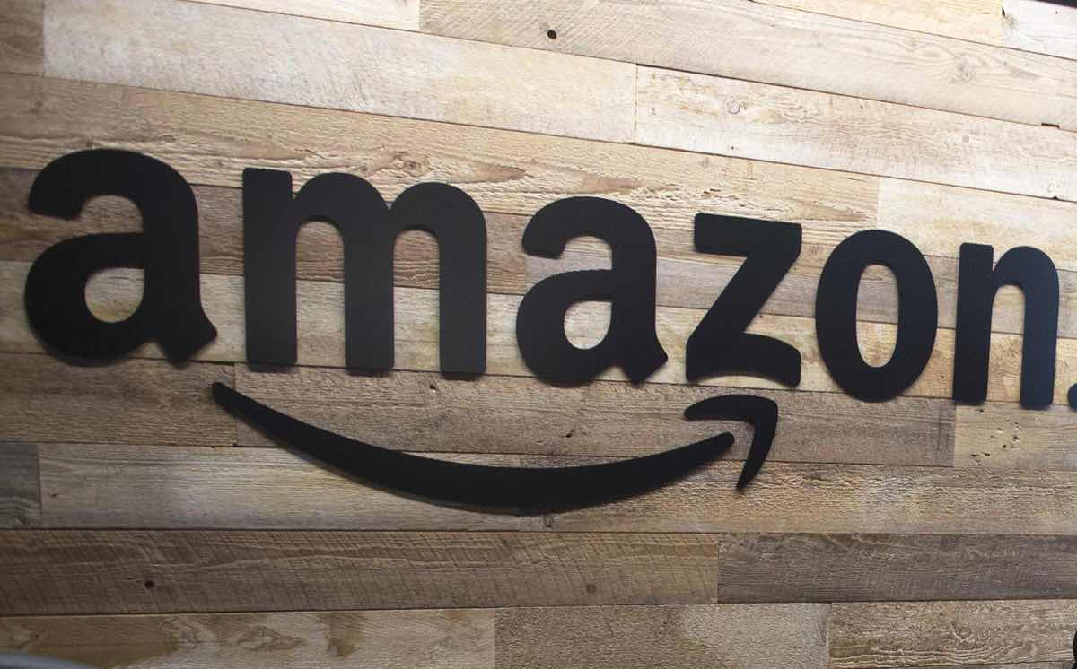 Amazon launches grocery pickup service at Whole Foods Market