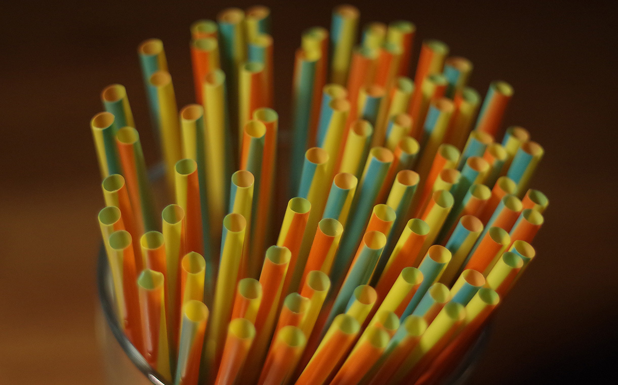EU plans ban on plastic straws and other single-use plastics