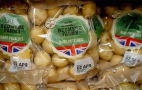 Tesco reduces use of best before dates in move to cut food waste